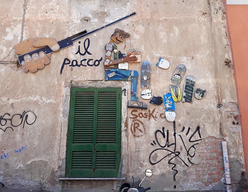 NLO, Prenestino: il pacco. pigneto. Rome. Italy.