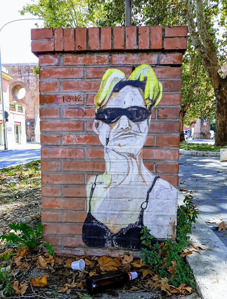 Grafit, Trevi: u parkiću. Rome. Italy.