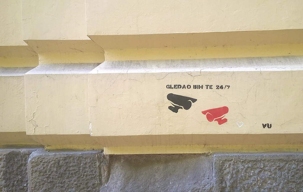 Stencil, Stari Grad: Gledao bih te 24/7.