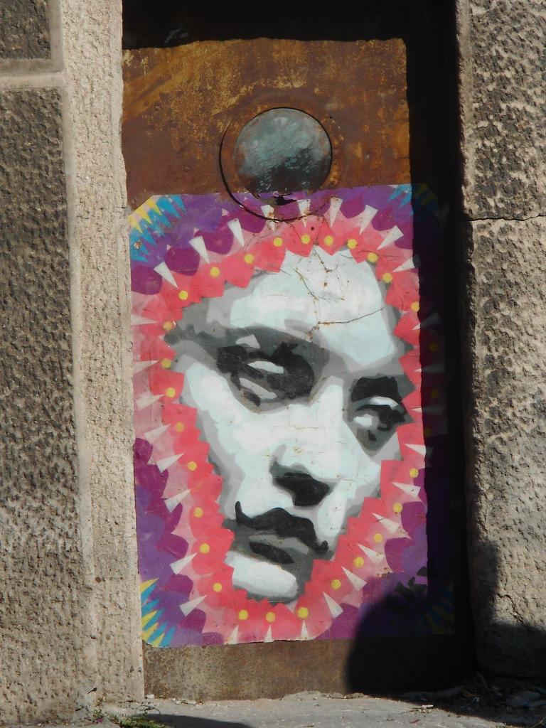 Stencil, Dorćol: Devojka 3. grafit graffiti street art beograd belgrade stencil marker paste ulična umetnost sprej.