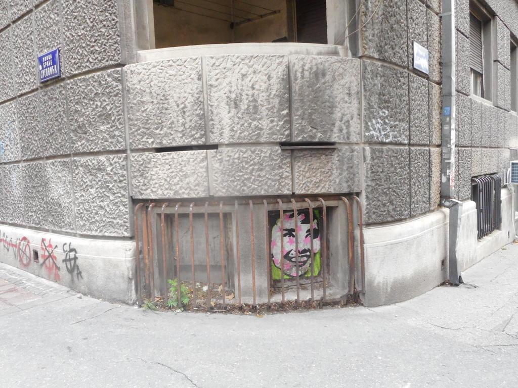 Stencil, Stari Grad: Devojka 4.