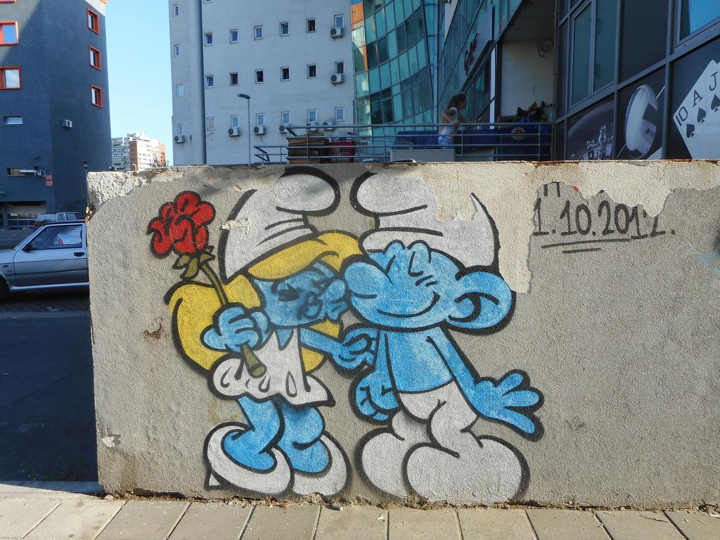 Grafit, Bežanija: Smurfs. grafit graffiti street art beograd belgrade stencil marker paste ulična umetnost sprej.