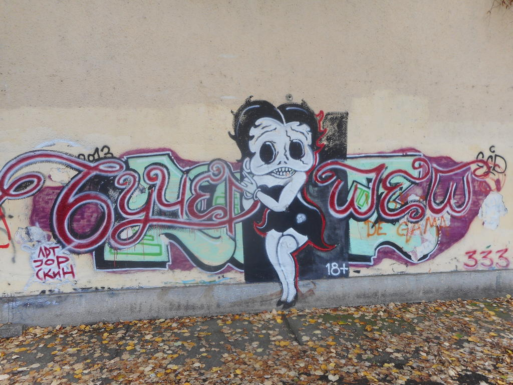 Grafit, Tošin Bunar: Betty Boop. grafit graffiti street art beograd belgrade stencil marker paste ulična umetnost sprej.