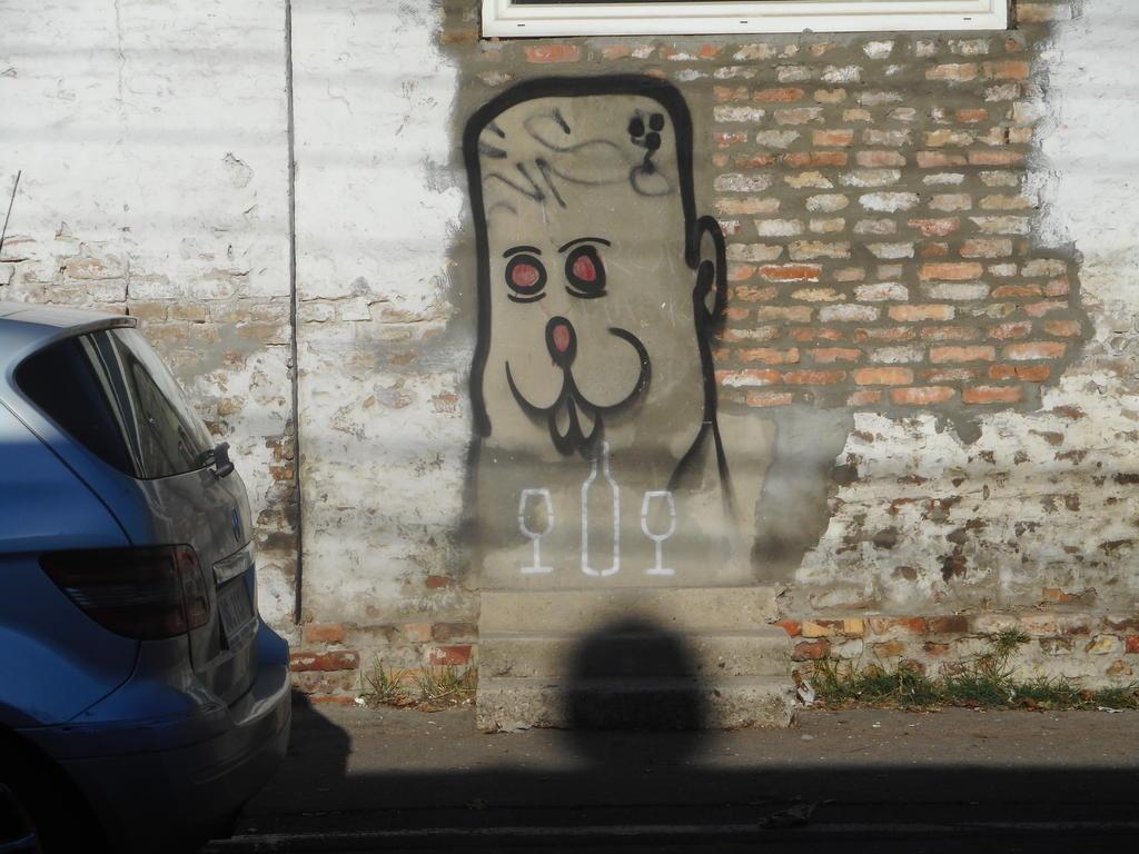 Grafit, Dorćol: Pas 4. grafit graffiti street art beograd belgrade stencil marker paste ulična umetnost sprej.