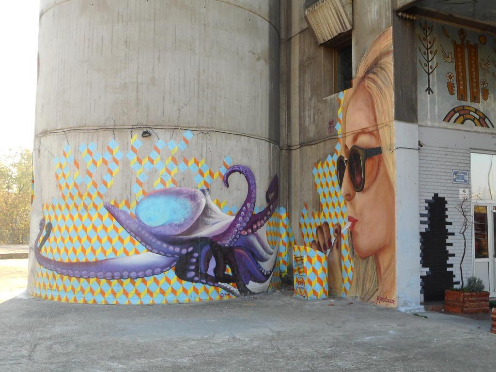 Grafit, Tošin Bunar: Carefully with that juice. grafit graffiti street art beograd belgrade stencil marker paste ulična umetnost sprej mural zid.