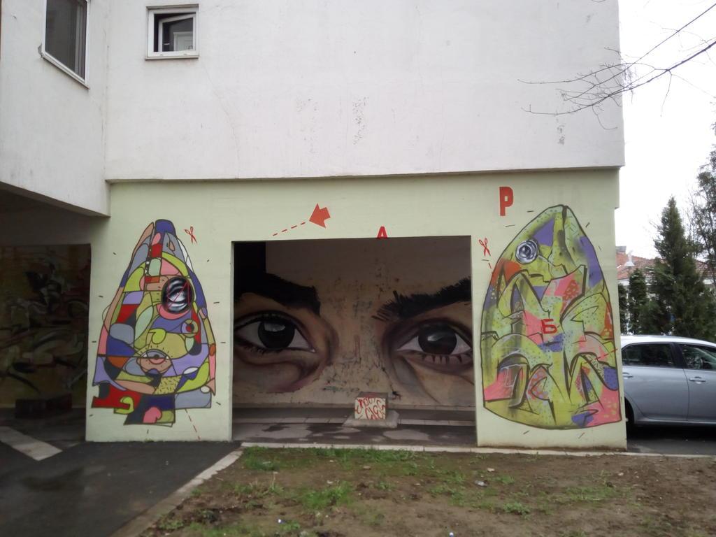 Grafit, Bežanija: Oči. grafit graffiti street art beograd belgrade stencil marker paste ulična umetnost sprej mural zid.