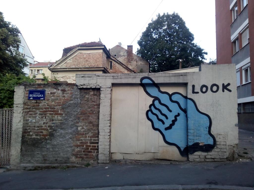 Grafit, Dorćol: Look. grafit graffiti street art beograd belgrade stencil marker paste ulična umetnost sprej mural zid.
