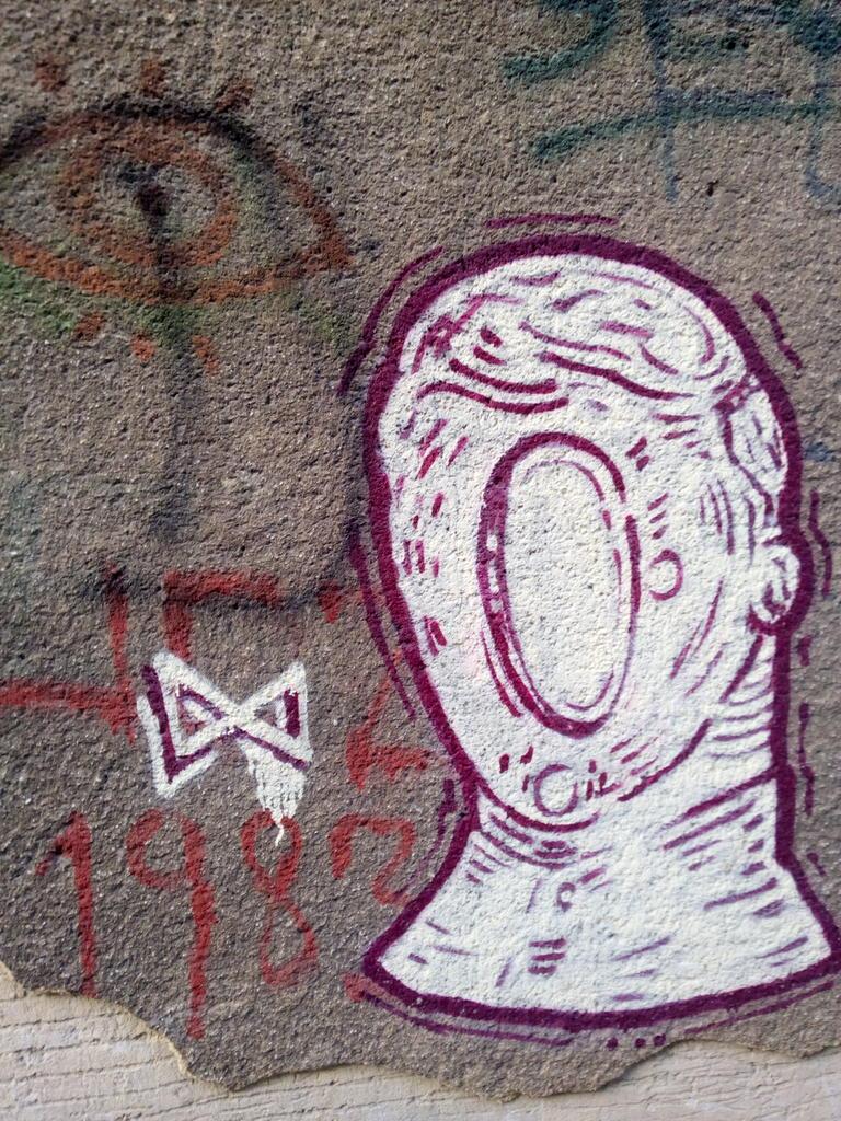 Grafit, Dorćol: Astronaut. grafit graffiti street art beograd belgrade stencil marker paste ulična umetnost sprej mural zid.