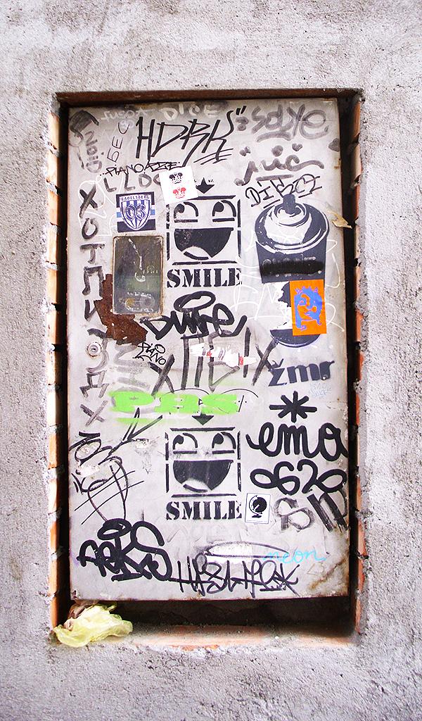 NLO, Stari Grad: Smile.